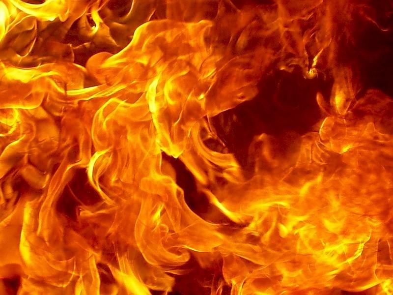 Винтернет попало видео горящих авто после ДТП вПетербурге
