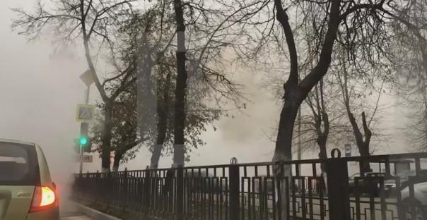 В столице прорвало трубу сгорячей водой