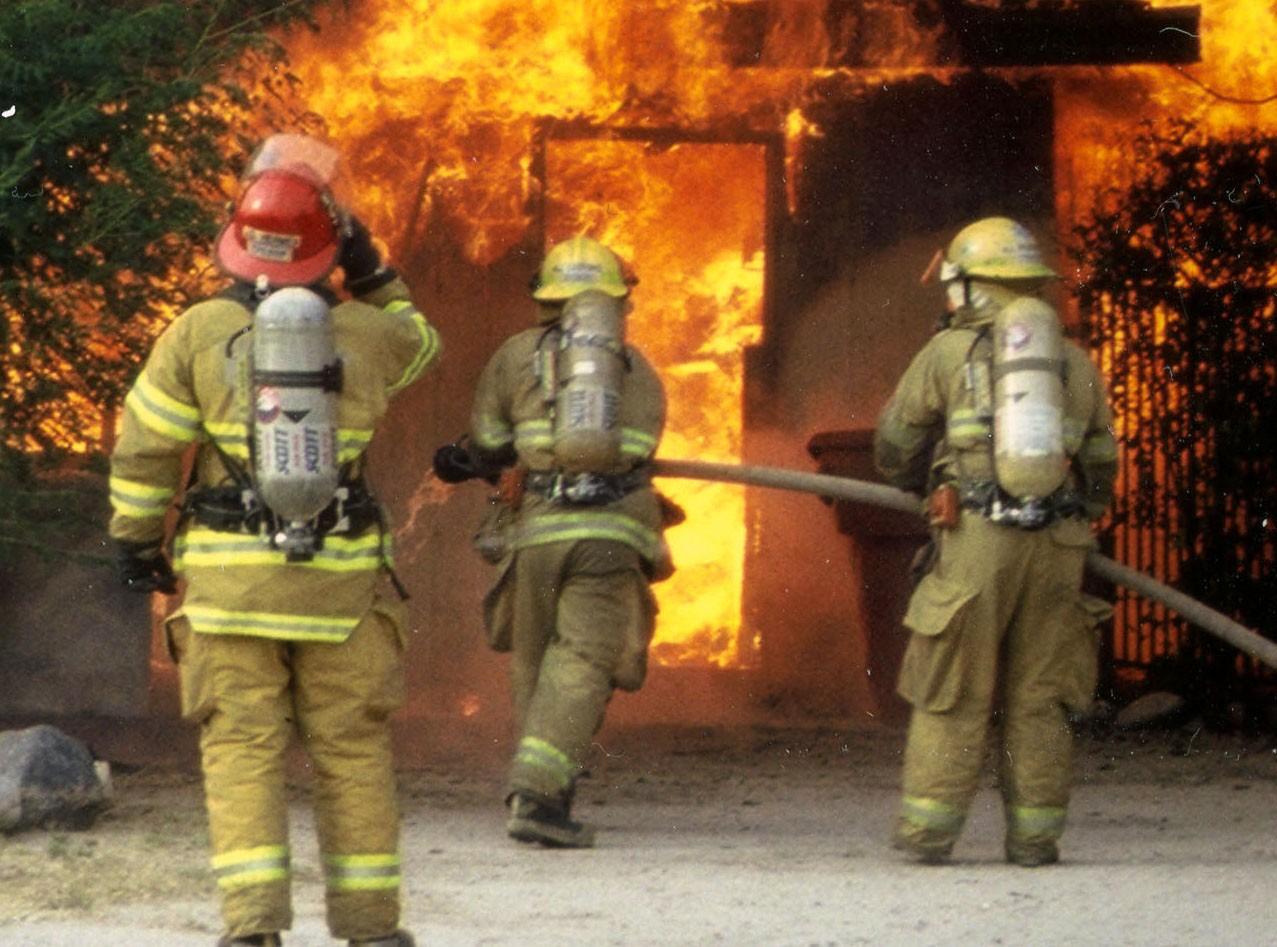 Возгорание гаражей случилось назападе столицы