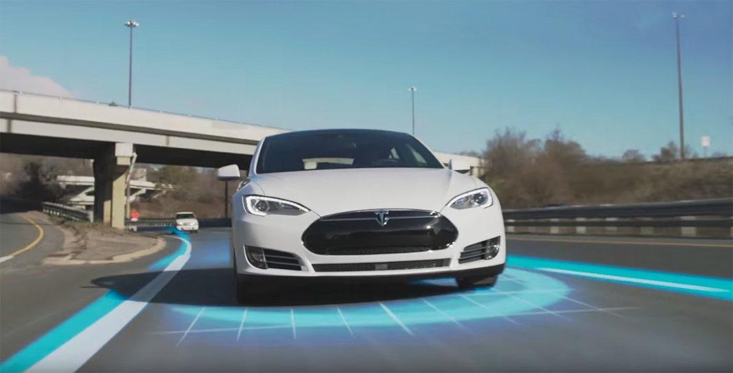 Автомобили Tesla обеспечили автономным автопилотом