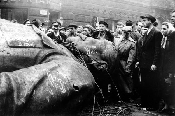 Неменее половины граждан России незнают овенгерском восстании 1956 года