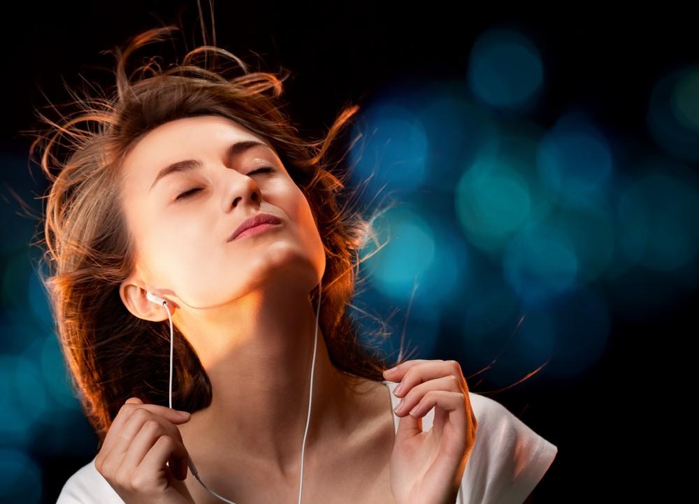 Ученые доказали, что любимая музыка справится сбессонницей