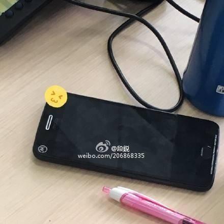 Появились «живые» фотографии телефона Moto MPlus