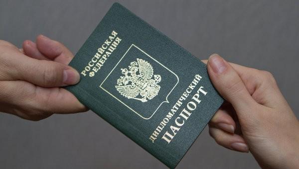 Посольство РФ встолице Англии сократит штат из-за трудностей свизами
