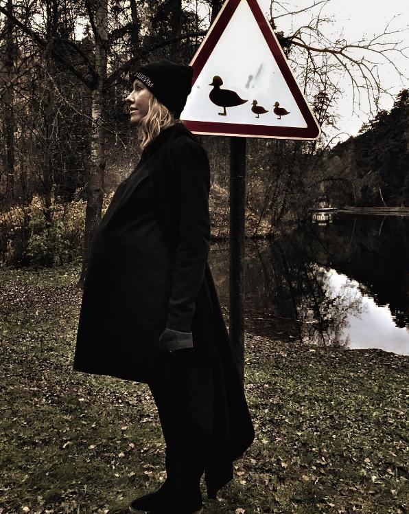Беременная Ксения Собчак поделилась смешным снимком— Мама-утка