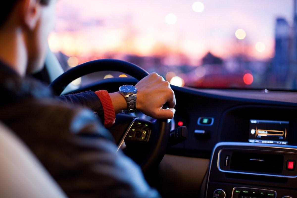 «Умный» проектор Navdy выводит информацию на ветровое стекло машины