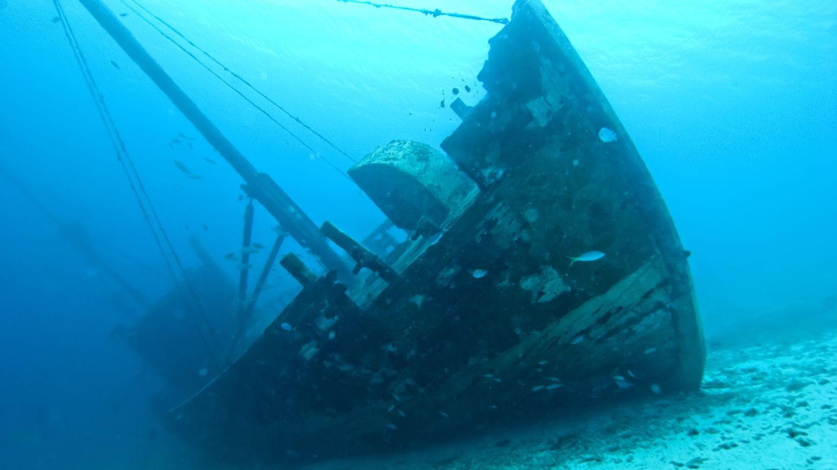 На дне Черного моря исследователи нашли обломки 40 кораблей .