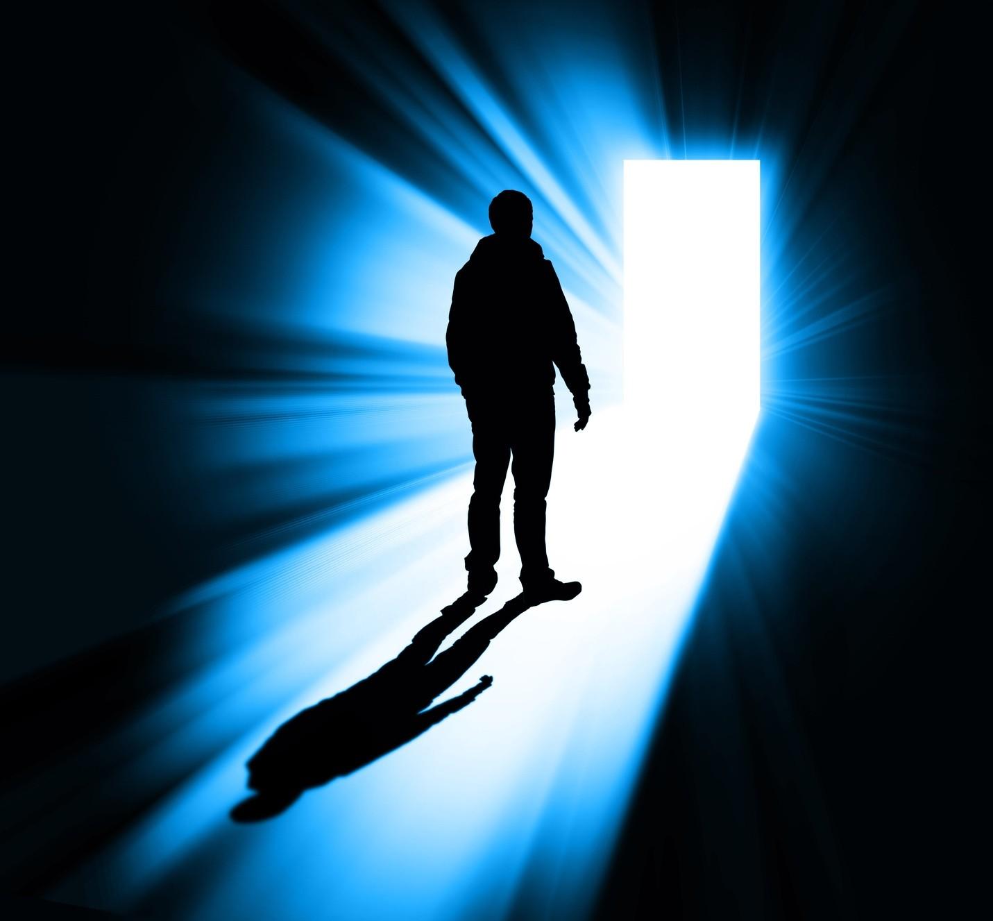 Ученый: После смерти человек попадает впараллельный мир ивоскресает