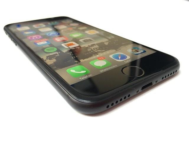 IPhone 8 снабдят изогнутым OLED-дисплеем