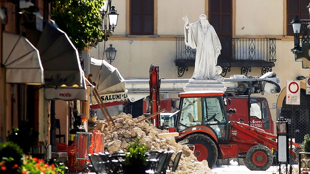 Премьер Италии назвал воскресное землетрясение самым мощным с1980 года