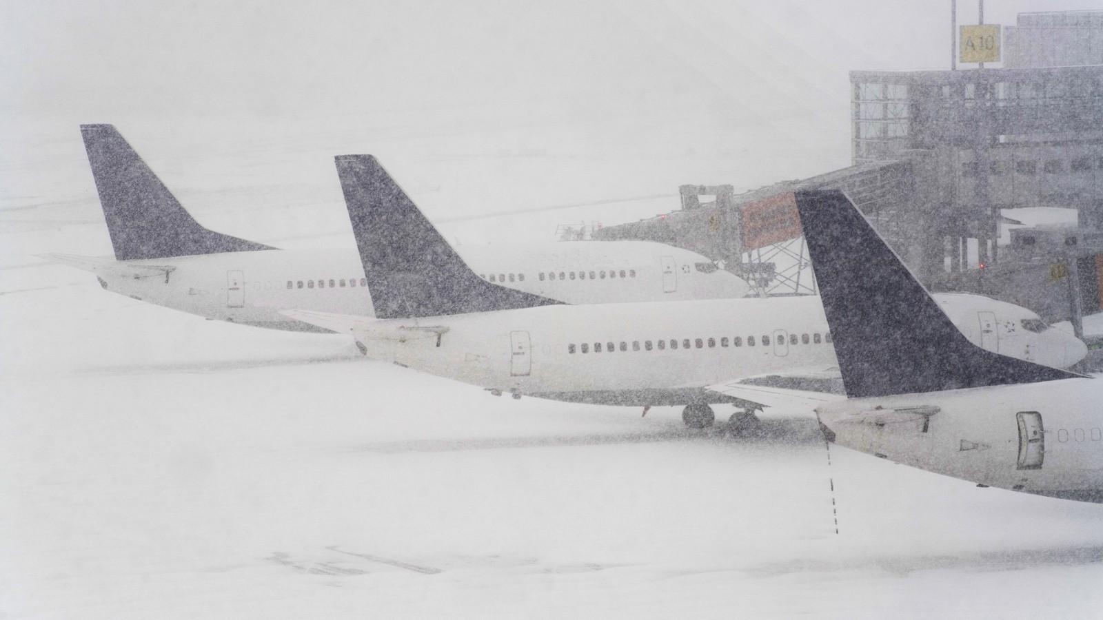 Ваэропортах столицы задержали десятки рейсов
