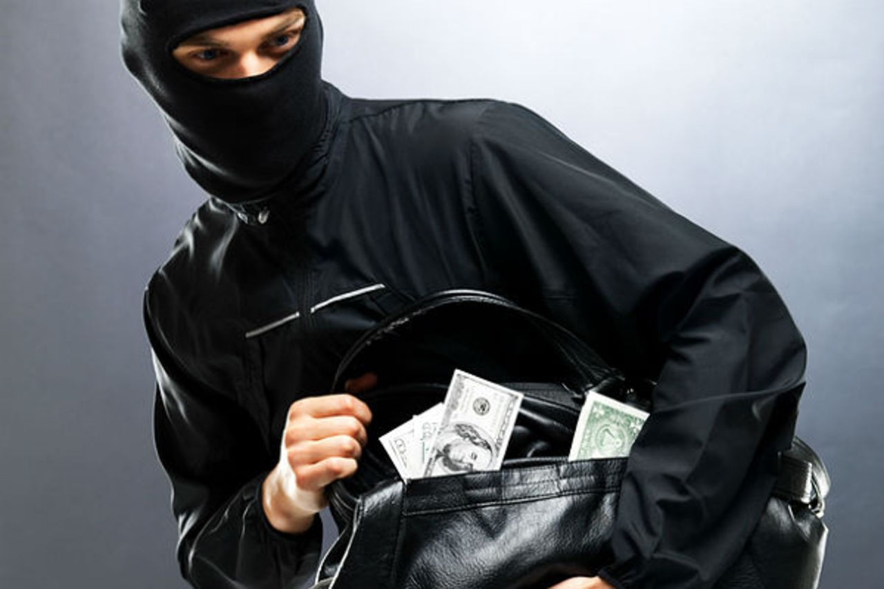 ВБелгороде преступник вернулся заденьгами, которые уронил при налете