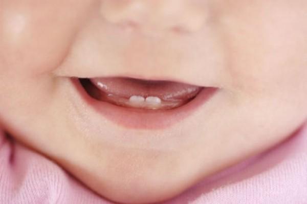 Ученые: Таблетки и гели для прорезывания зубов опасны для здоровья детей