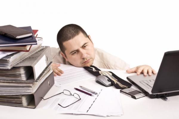 Ученые объяснили, почему люди отвлекаются во время работы
