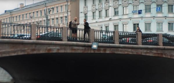 Полученную от Google золотую награду блогер Дмитрий Ларин выбросил в Москву-реку