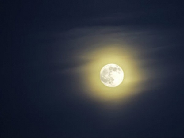 16 октября москвичи смогут наблюдать супер-Луну