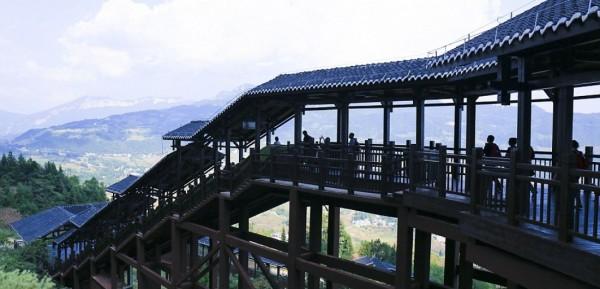 В Китае построили самый длинный в мире эскалатор