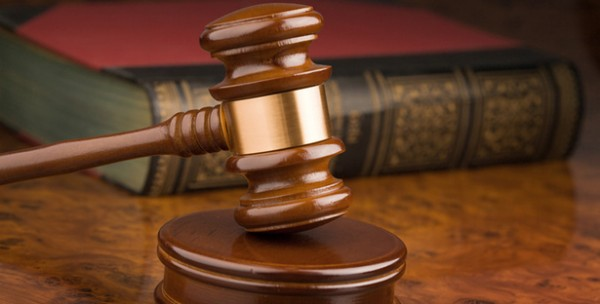 Выпивший учитель из Ярославля пришел в суд с патронами и штопором