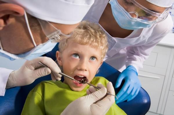Ученые: Уплотнение стоматологическими герметиками предотвращает проблемы с зубами у детей
