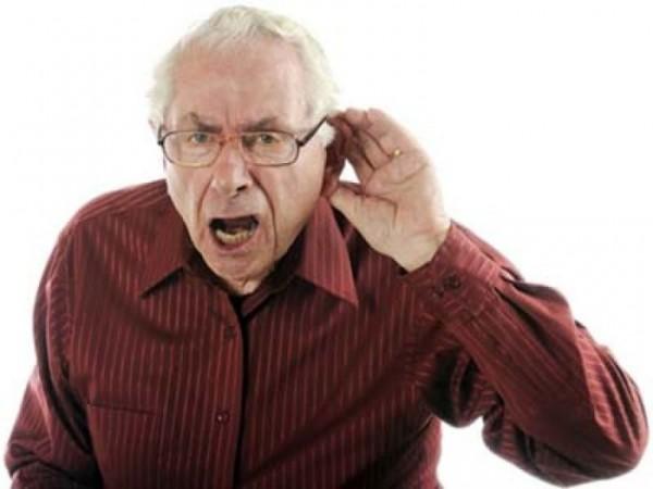 Учёные нашли новую причину проблем со слухом у пожилых людей