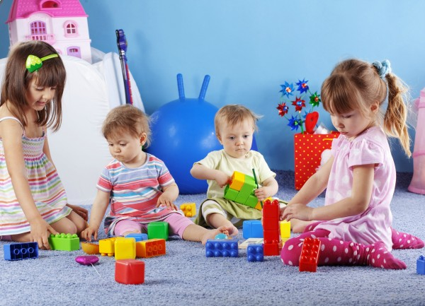 Ученые: Дети начинают запомнить слова в шесть месяцев