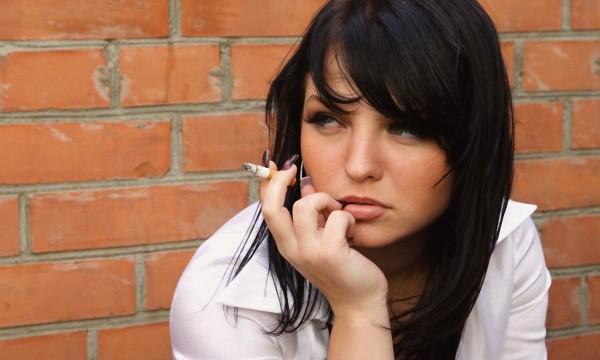 Ученые: Подростки начинают курить чтобы не поправляться