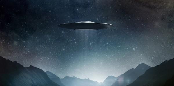 Астроном-любитель снял на видео два НЛО на Луне