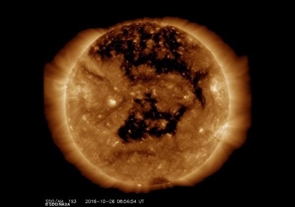 На Солнце обнаружили видимую с Земли огромную «дыру»
