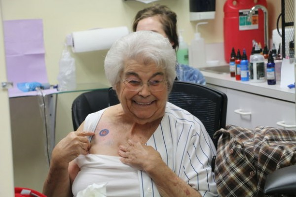 82-летняя жительница США набила тату Chicago Cubs на спор