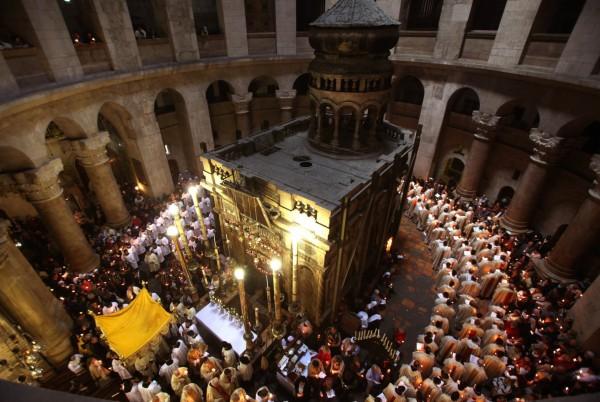 Ресавраторы прорубят окно в плите над гробницей Иисуса Христа