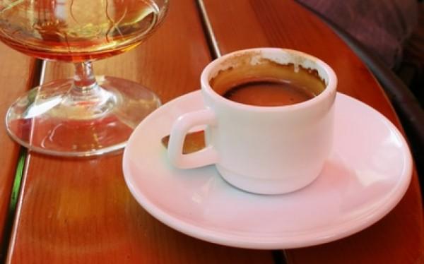 Ученые рассказали, почему нельзя смешивать кофе и алкоголь