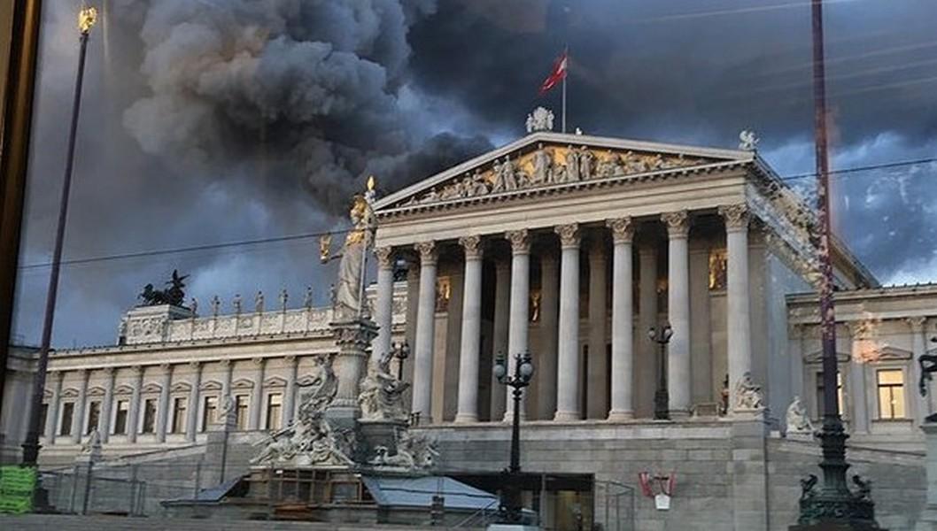 ВАвстрии произошел пожар вмногоэтажном здании парламента