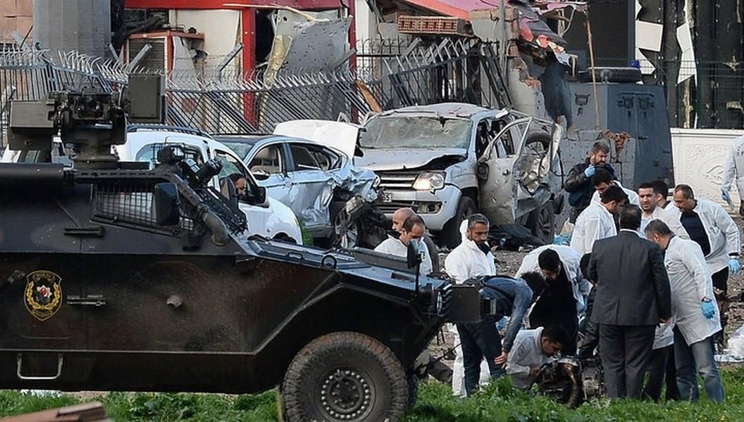 Турецкие власти проинформировали о смерти 8 человек при взрыве вДиярбакыре