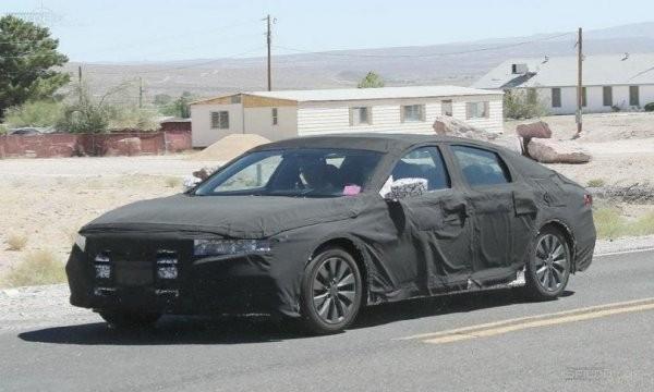 Хонда Accord 2018 года замечен впроцессе уличных испытаний