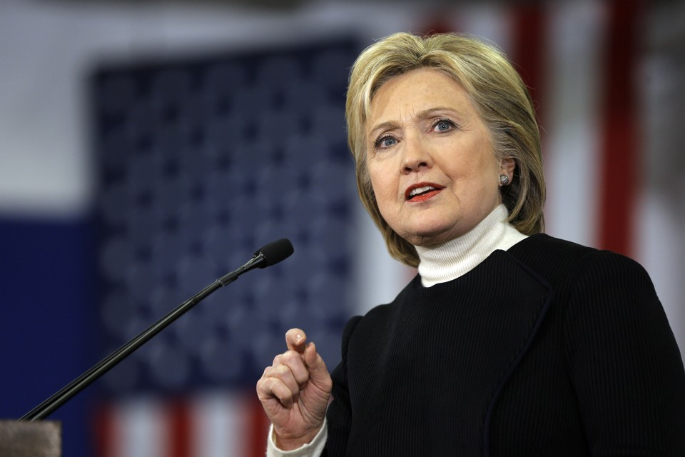 Клинтон пересылала собственной дочери письма ссекретной национальной информацией