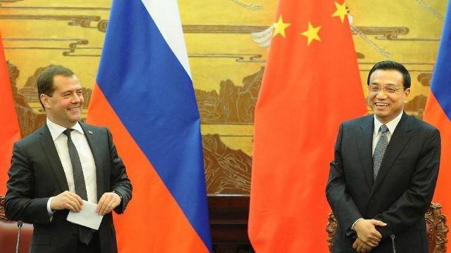 Медведев провел рабочую встречу сПолтавченко