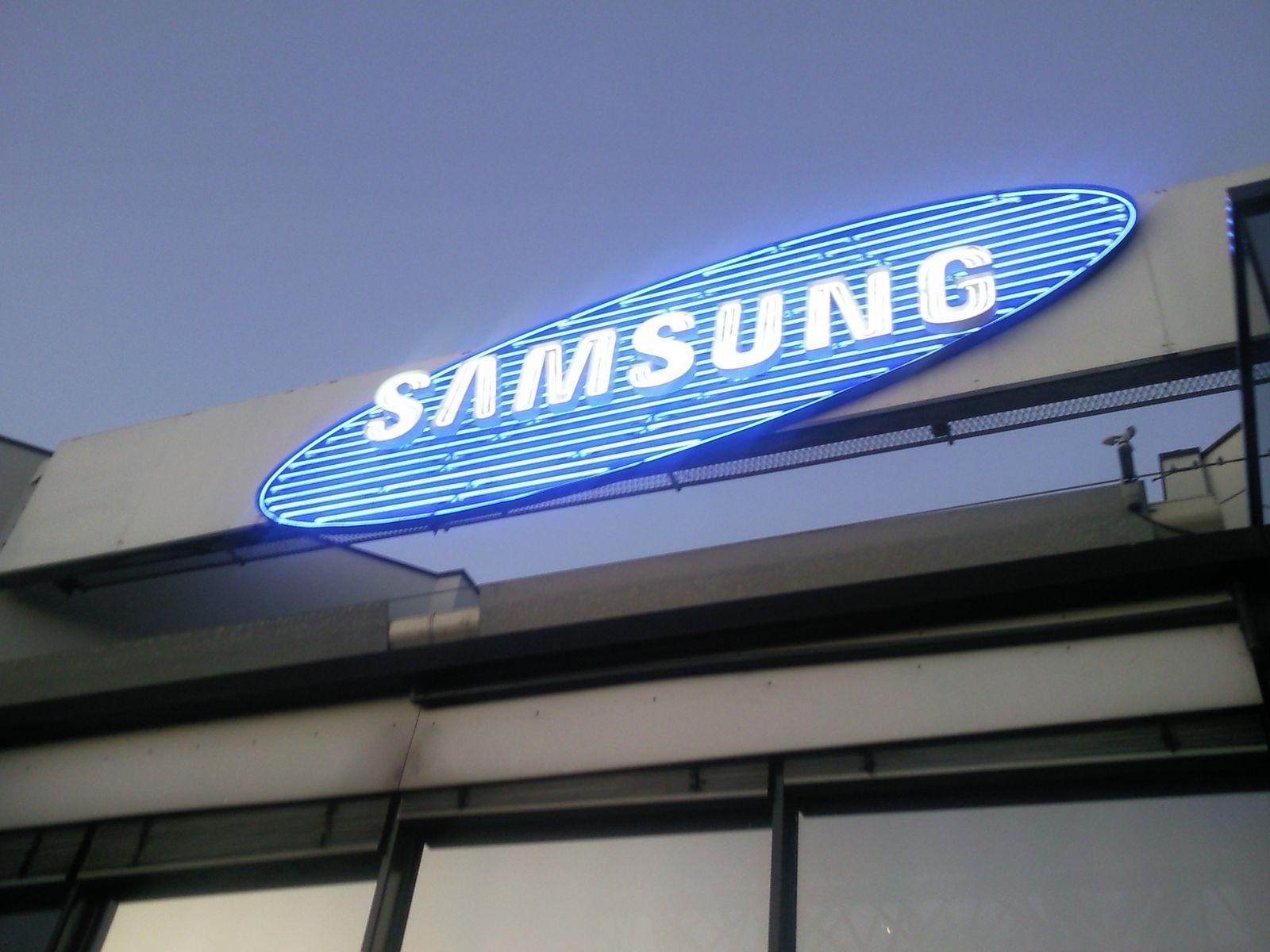 Самсунг представила техпроцессы 14LPU и10LPU ипоказала пластину с7-нм чипами