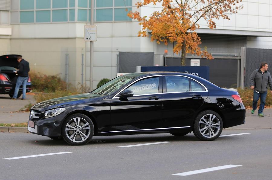 Benz вывел на дорожные испытания улучшенный C-Class