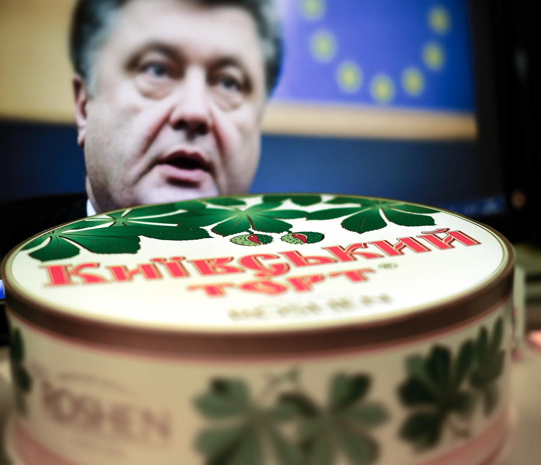 Порошенко отказался следовать букве закона одекоммунизации