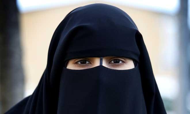 Мусульманку оштрафовали на30тыс.евро заотказ снять никаб вИталии