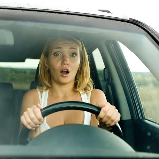 Женщины-водители агрессивнее мужчин зарулем