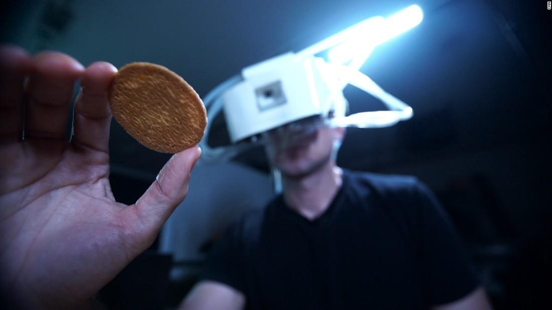 Ученым удалось передавать вкус еды ввиртуальной реальности