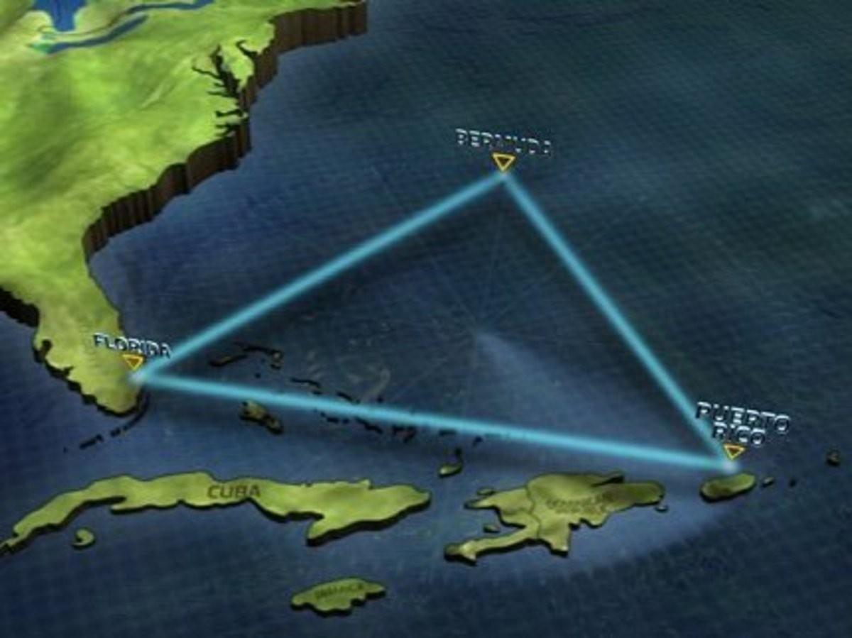ВБермудском треугольнике наглубине 2-х километров отыскали пирамиду