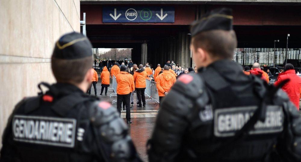 Франция хочет продлить чрезвычайное положение