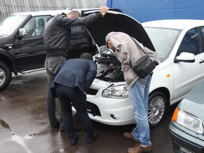 Жители России впервую очередь покупают подержанные автомобили за200-600 тыс. руб.