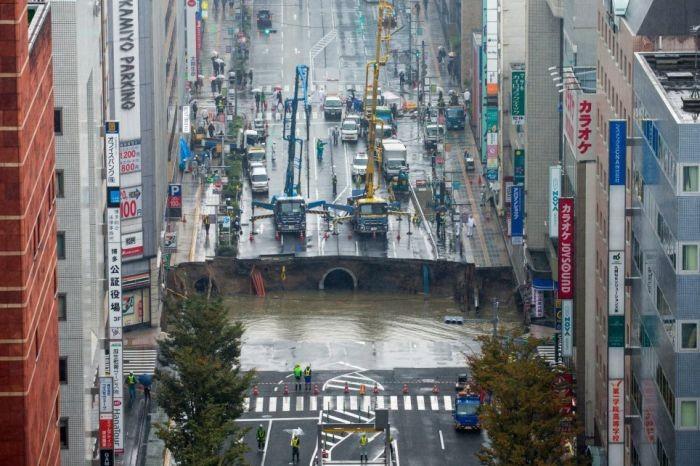 Ремонт дорог по-японски: 30-метровую дыру устранили за48 часов