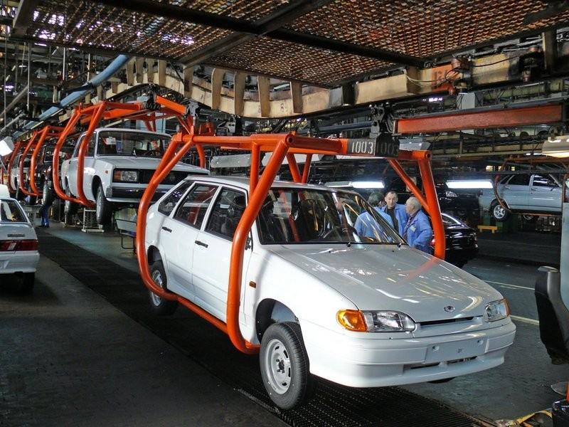 В Российской Федерации выпуск легковых авто вянваре-октябре упал на11%