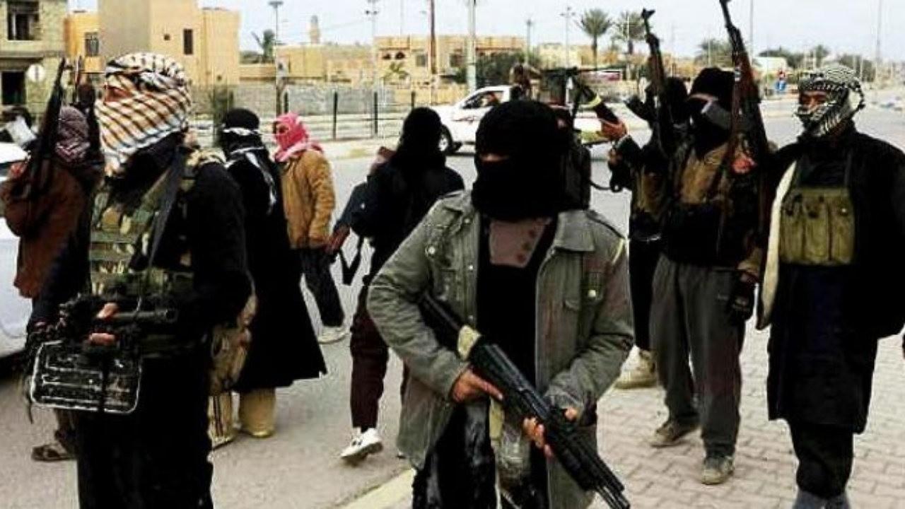 Главарь ИГИЛ Абу Бакр аль-Багдади спит впоясе смертника