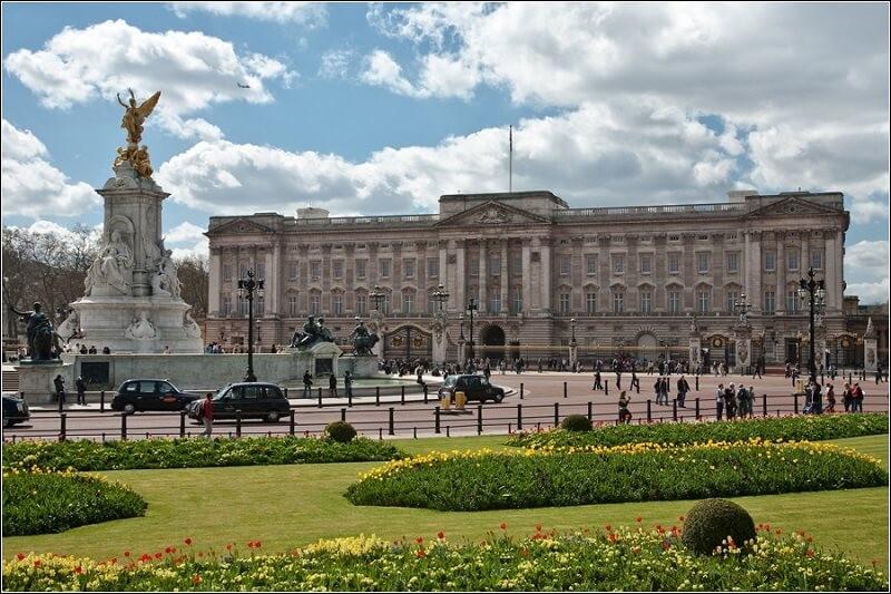 Дом королевы Англии починят практически за $460 млн