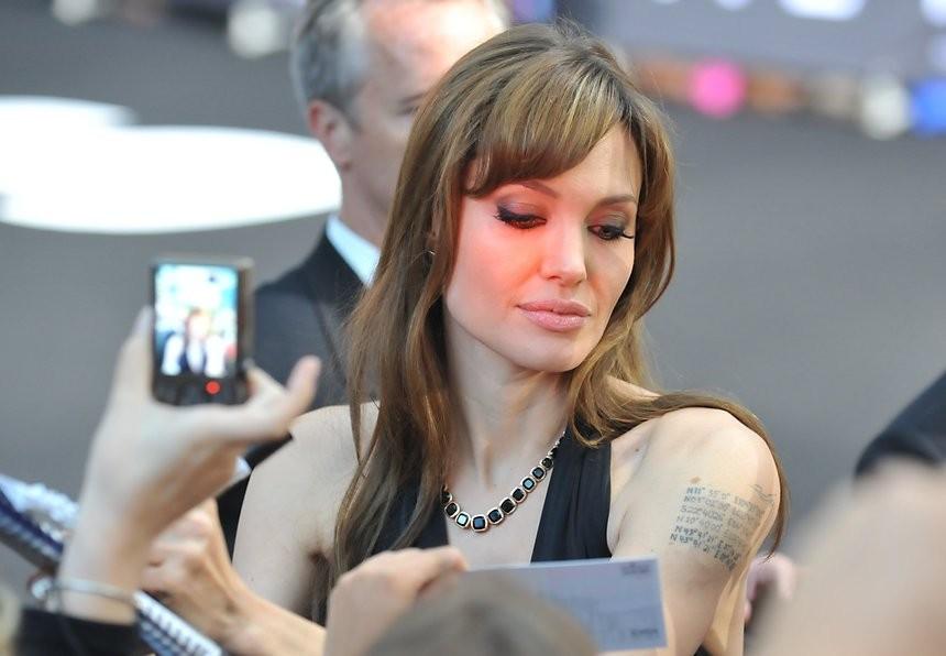 Анджелина Джоли впервый раз появилась напублике после расставания сБрэдом Питтом
